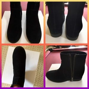 Kenneth Cole ❤️ Reaction Suede Ankle Boots.